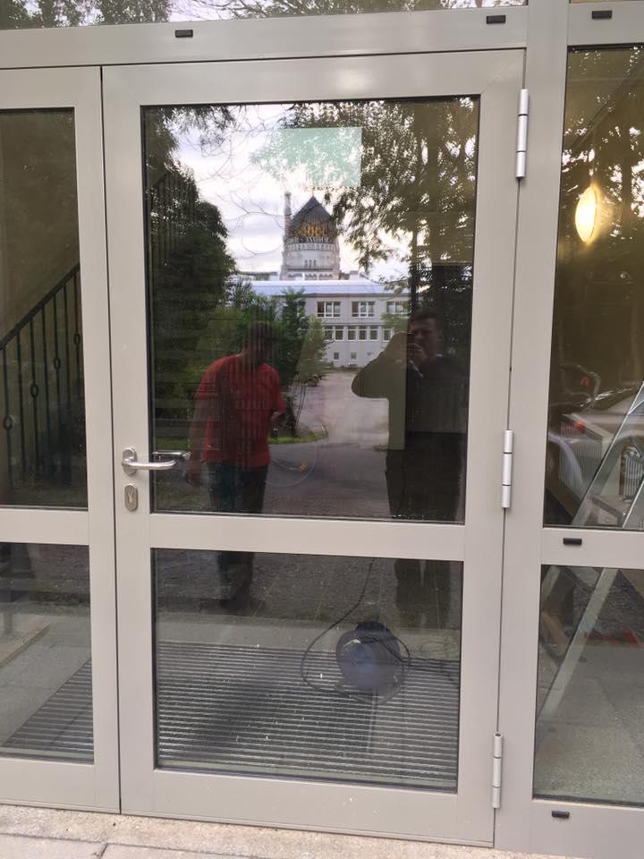 Umbau Eingangstür zur Fluchttür